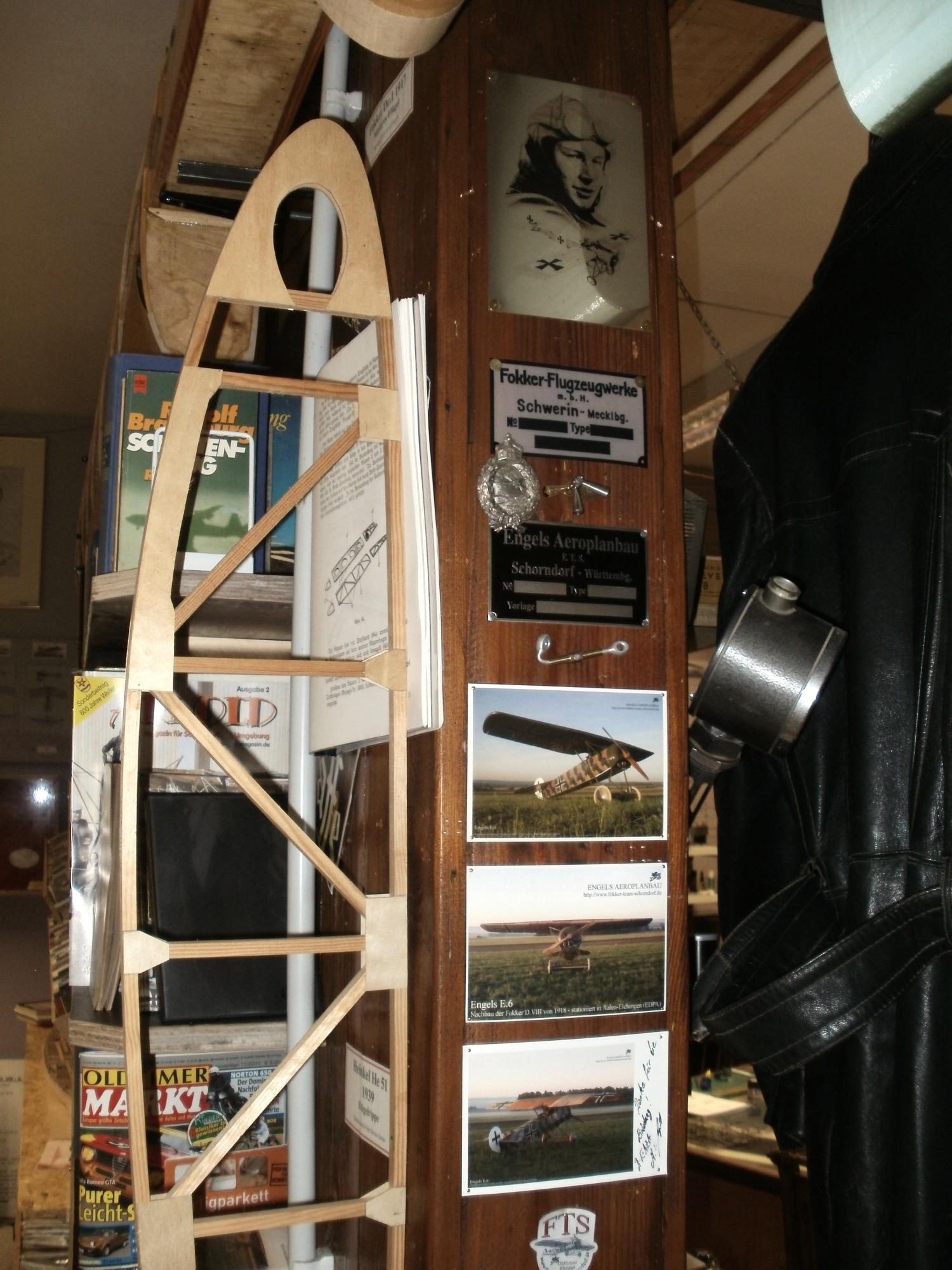 Wie sehr oder wie wenig sich die technischen Grundlagen des Fliegens im laufe der ersten 30 Jahre des Fliegens verändern, wird auch durch das Ausstellungsstück einer Flügelrippe der Heinkel He 51 verdeutlicht.