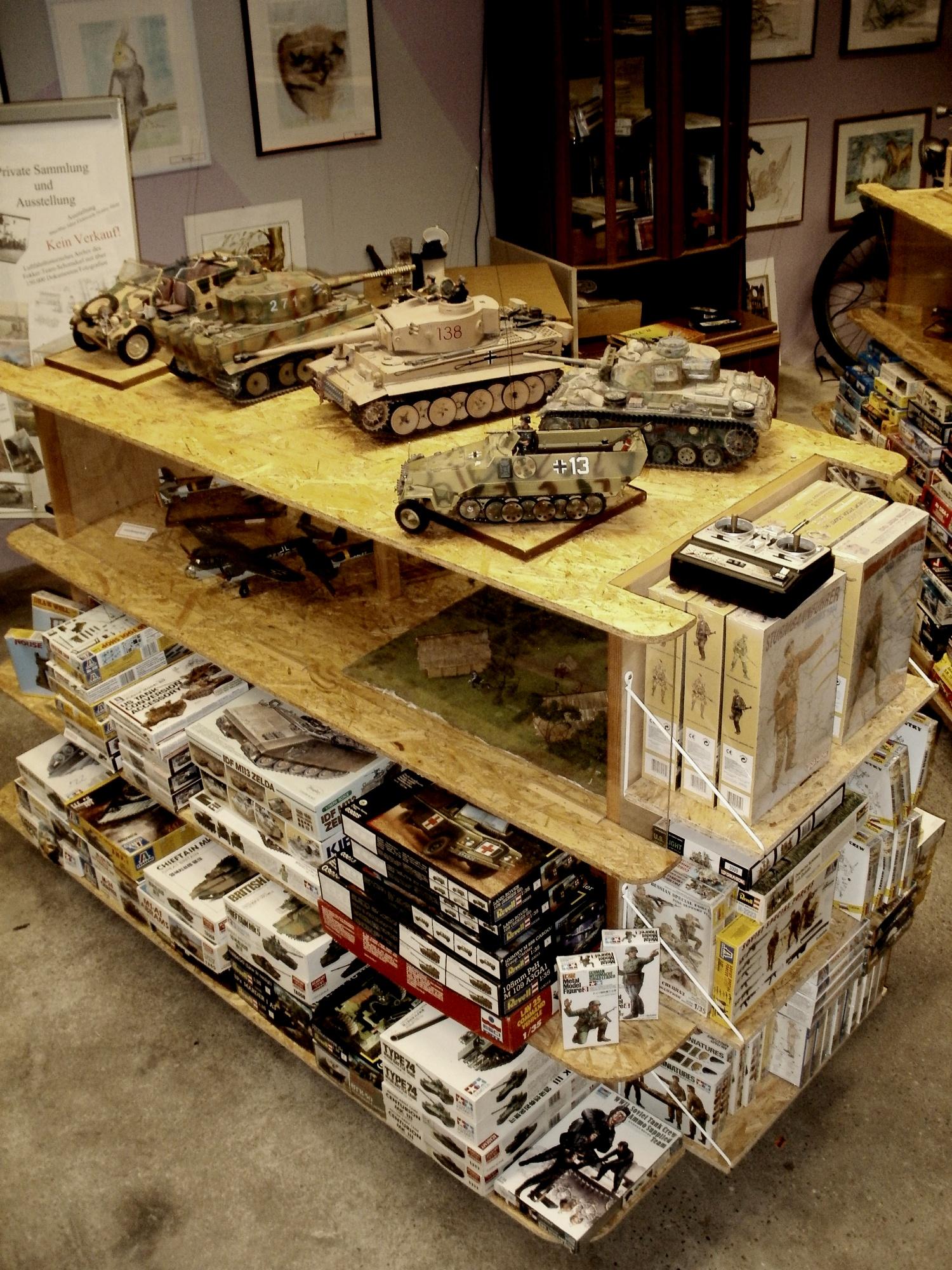 Modelle, die noch gebaut werden wollen und solche, die schon gebaut wurden.