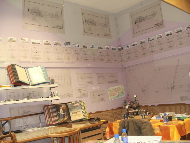Leseecke und Bastelecke für Papiermodellbau