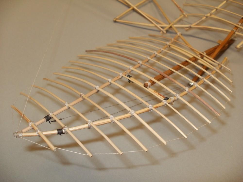 Flügelaufbau Otto Lilienthals Derwitz-Apparat von 1891. Alle Verbindungen sind durch Schnurumwicklung und Leimung gesichert. Eigenbau im Maßstab 1/15