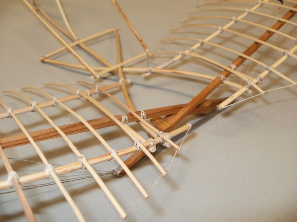 Otto Lilienthals Derwitz-Apparat. Das Gestellkreuz in dieser Konstruktion ist Grundlegendes Element aller weiteren manntragenden Apparate. Eigenbau im Maßstab 1/15