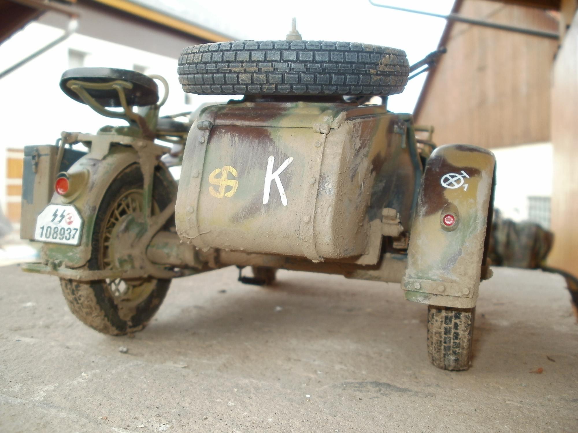 Zuendap KS 750 mit Beiwagen, Fahrzeug der 5.SS Panzerdivision unterstellt der Panzertruppe Kleist im neuen Dreifarben-Anstrich für Großgerät der Wehrmacht.