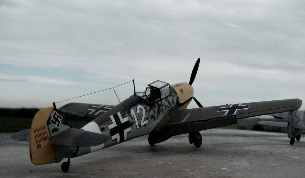 Bf 109 E-7/N des 7./JG 26 im Frühjajr 1941 in Sizilien. Die Lackierung erfolgte in Anlehnung an die Maschine von Oberleutnant Müncheberg. - Hasegawa 1/48