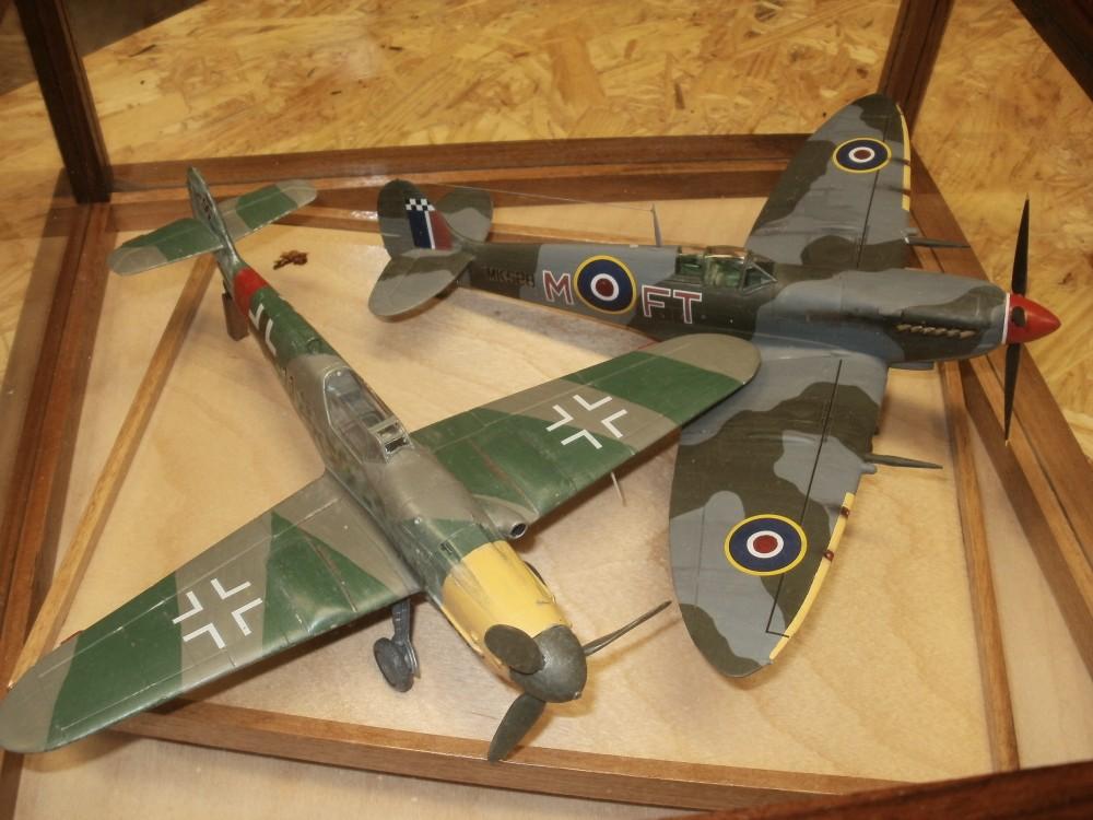 Me109 K und Spitfire Mk.IX/C. Beide Modelle von Revell im Maßstab 1/48.