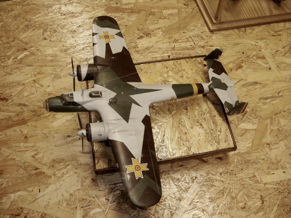 Dornier Do 17 P. Das Modell stellt eines an unsere rumänischen Verbündeten ausgelieferten Flugzeuge dar. Der Anstrich ist der Vorkriegs-3-Farben Splitter-Sichtschutz - Hobby Craft 1/48