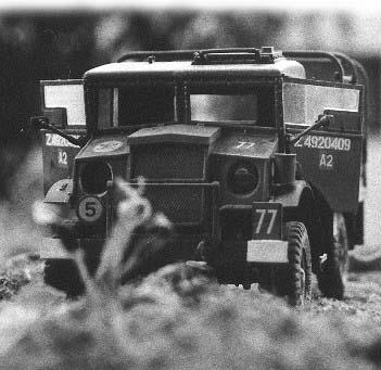 Schwarz-Weiß Aufnahme. Film: Kodak Gold 100. Als Kamera diente eine alte Praktika aus den 60er Jahren. 1:35 Modell des Bedford 2,5t von Italeri. Gebaut von Achim Sven Engels.